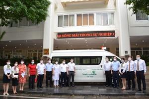 Lễ bàn giao xe cứu thương phục vụ công tác phòng, chống dịch