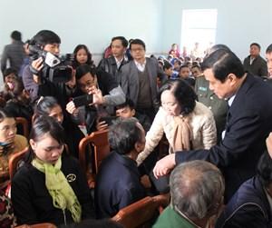Trưởng ban Dân vận Trung ương Trương Thị Mai thăm vùng sạt lở Trà Leng