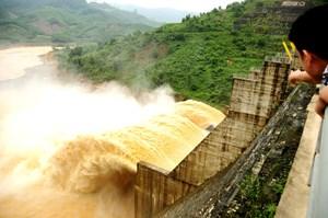 Quảng Nam: Thúc Thủy điện Đăk Mi 4 hỗ trợ người dân thiệt hại do xả lũ