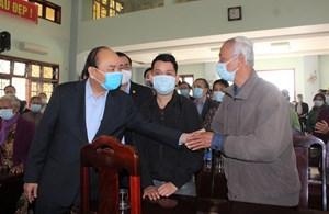 Thủ tướng Chính phủ tiếp tục thăm, tặng quà gia đình chính sách, hộ nghèo ở Quảng Nam