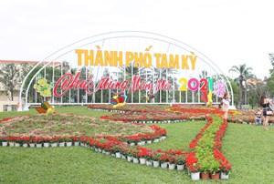Tam Kỳ (Quảng Nam): Rực rỡ cờ hoa trước thềm Tết Tân Sửu 2021