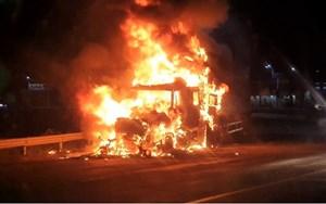 Xe Container bất ngờ bốc cháy khi đang lưu thông, thiệt hại hơn 1 tỷ đồng