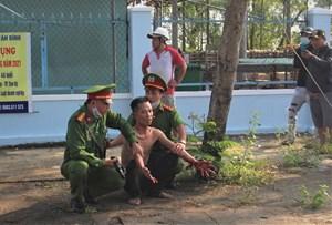 Quảng Nam: Thanh niên ngáo đá tự cắt tay mình, náo loạn đường phố