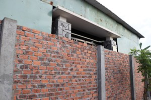 Vụ 'Xây tường chắn cửa nhà hàng xóm': Chủ tịch huyện yêu cầu kiểm tra