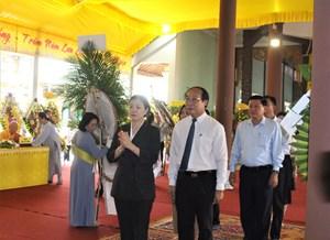 Phó Chủ tịch Trương Thị Ngọc Ánh viếng Trưởng lão Hòa thượng Thích Thiện Duyên