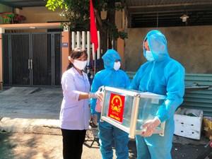 Quảng Nam: Đem hòm phiếu phụ đến tận nhà cử tri đang cách ly