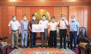 Tập đoàn FVG trao tặng máy xét nghiệm Covid-19 cho tỉnh Quảng Nam