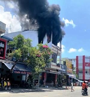 Quảng Nam: Cháy lớn tầng 3 ngôi nhà kinh doanh xe máy, xe đạp điện