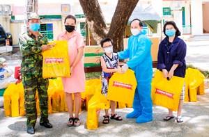 Quảng Nam: Thêm 360 phần quà cho người dân trong khu cách ly y tế