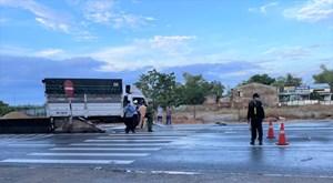 Quảng Nam: Xe tải tông dải phân cách khiến 2 người tử vong