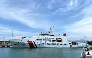 Quảng Ngãi: Tàu Cảnh sát biển 2 cứu nạn tàu cá bị phá nước