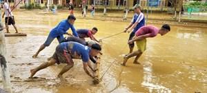Quảng Nam: Người dân vùng cao khắc phục hậu quả lũ dữ