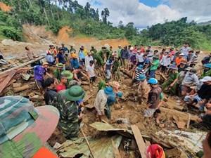Huy động 20 cano tìm nạn nhân mất tích ở Trà Leng
