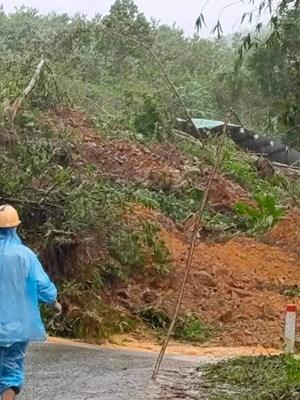 Quảng Nam: Sạt lở núi vùi lấp một ngôi nhà, khiến 1 người tử vong