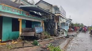 Quảng Nam:  Xe container tông 7 nhà dân hư hỏng nặng