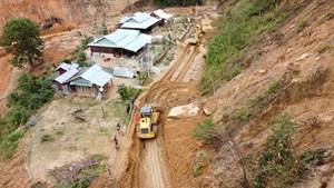 Quảng Nam: Mở đường đưa xe cơ giới tìm kiếm nạn nhân mất tích