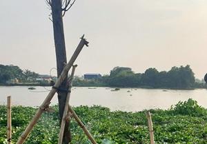 Bàng hoàng phát hiện thi thể trùm kín đầu nổi trên sông Sài Gòn
