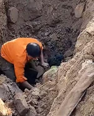 Thực hư thông tin công nhân đào đường, 'đào' được một người đàn ông dưới lòng đất