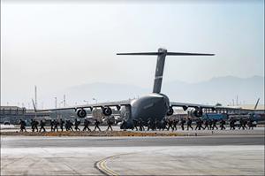 Mỹ phá huỷ 73 máy bay trước khi rời Kabul
