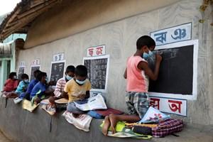 Những lớp học đường phố tại ngôi làng hẻo lánh ở Ấn Độ