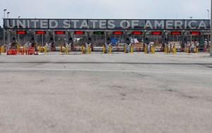 Mỹ mở rộng các hạn chế đi lại tại biên giới Canada và Mexico