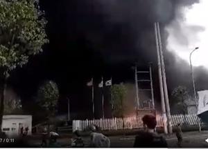 Cháy lớn tại công ty sản xuất nhựa chống cháy ở Bắc Giang