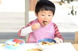Những lầm tưởng của phụ huynh về chế độ ăn uống cho trẻ