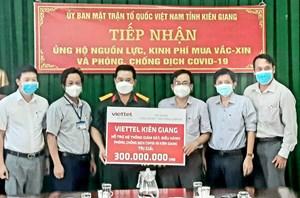 Viettel Kiên Giang tặng hệ thống camera giám sát điều hành phòng chống dịch cho tỉnh
