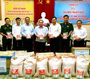 Cần Thơ: 1.000 phần quà cho người Khmer gốc Việt tại Campuchia