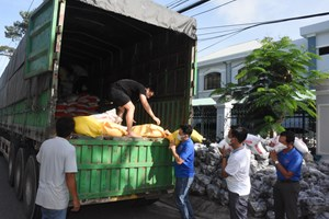 Sóc Trăng: Những chuyến xe nghĩa tình hỗ trợ nhân dân TP Hồ Chí Minh chống dịch