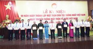 """Đà Nẵng: 142 cá nhân nhận Kỷ niệm chương """"Vì sự nghiệp đại đoàn kết toàn dân tộc"""""""