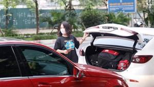'Bóng hồng' làm tài xế, vượt hàng trăm cây số đưa bệnh nhân về quê