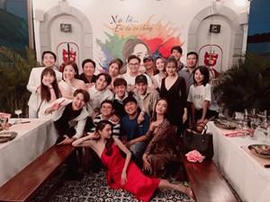 'Sao' Việt trong ngày: Nhiều nghệ sĩ chúc mừng niềm vui đầu năm của Trường Giang – Nhã Phương