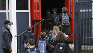 Học sinh Anh sẽ trở lại trường vào tháng 3