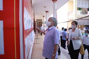 [ẢNH] Chủ tịch Đỗ Văn Chiến tiếp xúc cử tri, vận động bầu cử tại Nghệ An