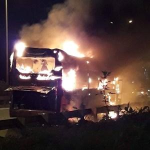 Ô tô khách cháy ngùn ngụt trên vành đai 3, tài xế thoát chết