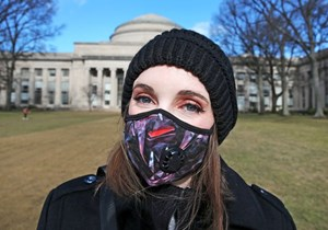 Tân sinh viên nước ngoài bị cấm đến Mỹ nếu học trực tuyến toàn bộ