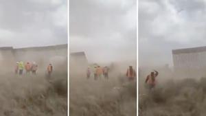 Gió bão thổi sập phần tường biên giới của Tổng thống Trump