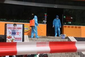 Hà Nội: Phong tỏa, khử trùng cửa hàng có người nghi dương tính SARS-CoV-2