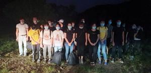 Quảng Ninh: Bắt giữ, đưa đi cách ly 45 người Việt vượt sông về từ Trung Quốc