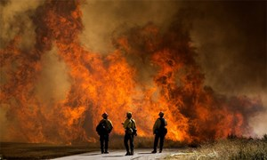 Gần 8.000 người Mỹ sơ tán vì cháy rừng