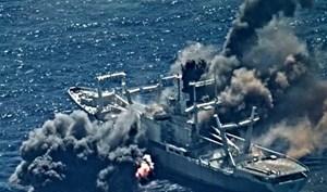 [VIDEO] Tàu chở hàng nổ tung vì tên lửa chống hạm Harpoon