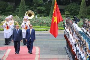 [ẢNH] Thủ tướng Nguyễn Xuân Phúc đón, hội đàm với Thủ tướng Nhật Bản