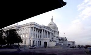 Quốc hội Mỹ thông qua gói cứu trợ Covid-19 khổng lồ trị giá 892 tỷ USD