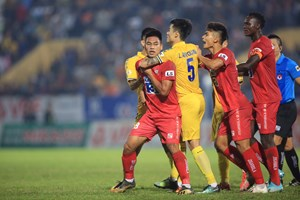 V-League 2021: Kịch tính lên cao