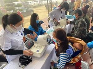 Khám chữa bệnh cho người dân huyện Si Ma Cai