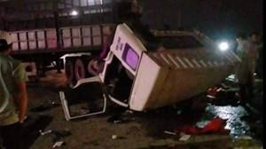 Xe tải va chạm với xe đầu kéo, 6 người bị thương
