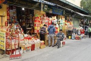 Thị trường hàng hóa Tết: Kênh truyền thống ế ẩm, online sôi động