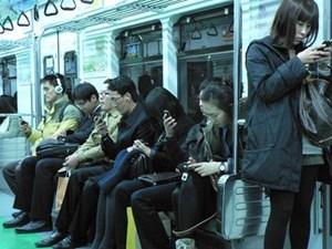 Người dân Hàn Quốc ngày càng phụ thuộc vào điện thoại thông minh