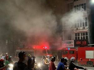 Phó Chủ tịch TP Hà Nội thăm hỏi gia đình nạn nhân vụ cháy ở phố Tôn Đức Thắng